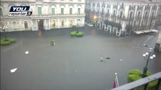Floodwaters soak southern Italy - Video