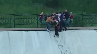 Passers-By Form Human Chain To Rescue Dog From A Reservoir