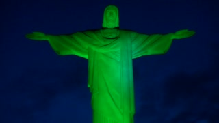 Brazil's Christ the Redeemer turns green for St Patrick's Day - Video