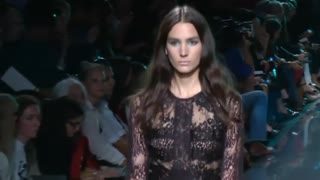 Elie Saab plunges into the deep blue at Paris Fashion Week - Video