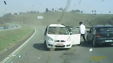 Car Cuts Off Taxi and Causes Wreck