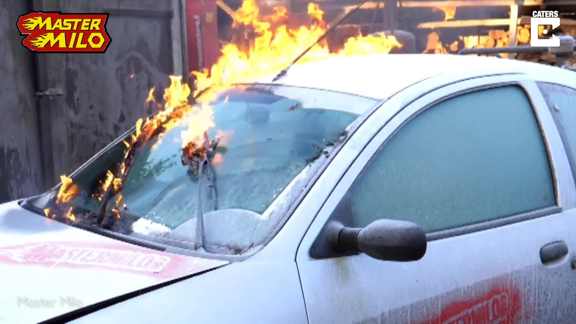 THAT'S ONE WAY TO DE-ICE YOUR CAR: MECHANIC USES FIRE TO RID OF ANY FROST ON HIS MOTOR