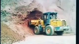 Failed operation in tunnel excavation - Video