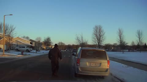 Kind Officer Reminds Driver They Forgot Coffee On Car Roof