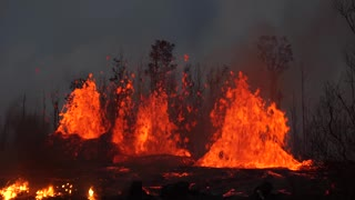 Astonishing Fissure Captured in Hawaii - Video
