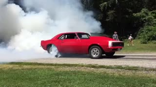 Epic fail: Camaro burnout gone wrong - Video