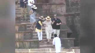 Hillary nearly falls down stairs in India - Video