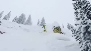 Highlighter yellow cloud of snow - Video