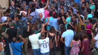 Lebanese police clear protesters from environment ministry - Video