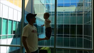 Baby displays impressive balancing skills - Video