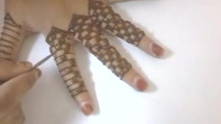 Beautiful finger-chess henna hand art - Video