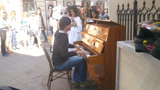 Man Plays 'Amélie' Theme On Piano In Lviv, Ukraine - Video
