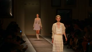 Folk florals, ribbons at romantic Etro spring line - Video