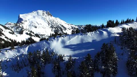 Drone captures breathtaking mountain snowboarding footage