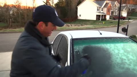 How to simply defrost your windshield in seconds