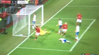Goal: Schweinsteiger with a Great cross and nice finish by Fellaini - Video