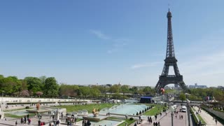 Kitesurfing in front of the Eiffel Tower - Video