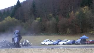 Incredible car crash simulation at 200 km/h - Video