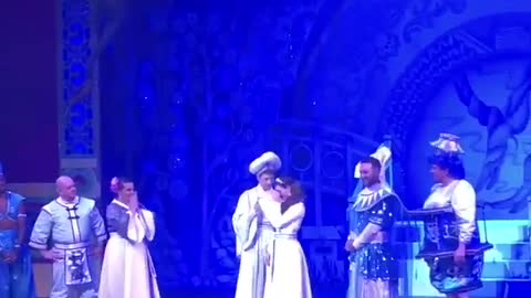 Surprise proposal during ending of 'Aladdin' performance