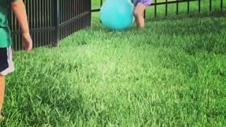 Sweet little girl puts hilarious end to big brother's game - Video