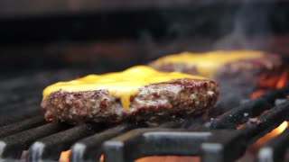 How To Grill The Perfect Burger - Hamburger Tips - Video