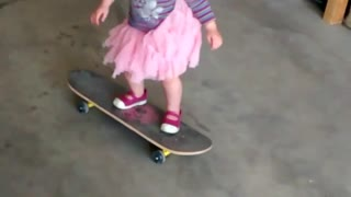 Collab copyright protection - little girl pink skirt skateboard - Video