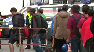 Warm welcome for migrants in Germany - Video