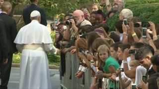 School children bid farewell to Pope Francis - Video