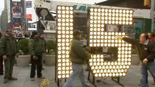 "Giant number ""15"" arrives in Times Square ahead of New Year's Eve"