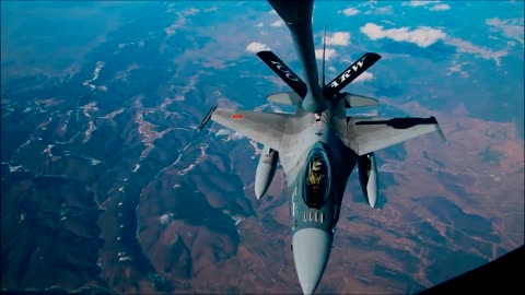 F16 Falcon fighter jet refuels mid-flight
