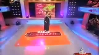 Kurdish woman sings Hayedeh song - Video