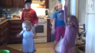 Kids bust out priceless 'Nae Nae' dance - Video