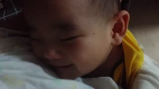 "Sleeping baby has precious reaction to dad's ""I love you"""