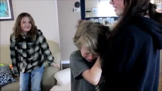 Kids Cry Tears Of Joy After Mom Finds Missing Cat - Video