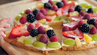 Sugar cookie fruit pizza recipe - Video