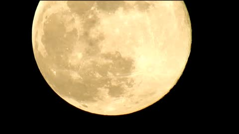 Super Zoom on The Super Moon