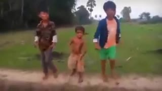 Funny Dancing in Viet Nam - Video