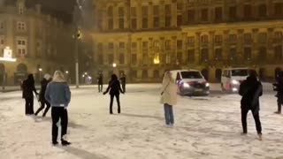 Dutch police snowball with the people