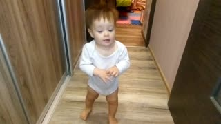 Baby takes first steps - Video