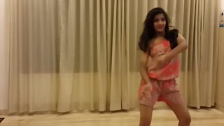 Very awsome Dance on Song Kamli - Video
