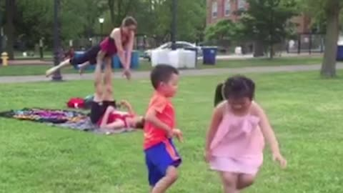 Hilarious Kids Have A Blast Mimicking Yoga Couple In The Park