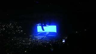 Drake coming on stage at Birmingham UK! (Loud due to crazy atmosphere) - Video