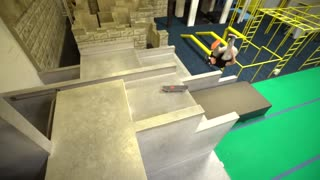 Parkour meets skateboarding with Jesse La Flair - Video
