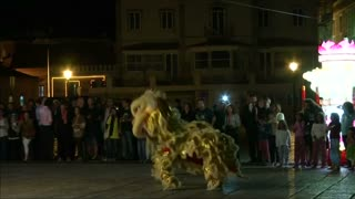 Dancing flames light up Portuguese festival - Video