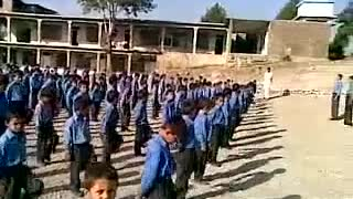 Funny school kid singing Pakistani national anthem  - Video