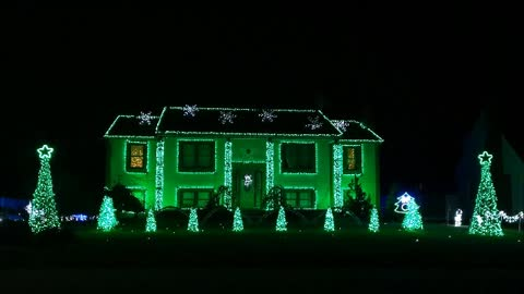 Connecticut house light show syncs to Bobby McFerrin's 'Don't Worry Be Happy'
