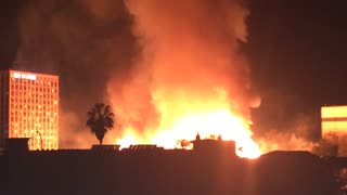 Massive fire in downtown Los Angeles shuts down freeways - Video