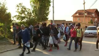 Wave of migrants enters Serbia from Macedonia - Video