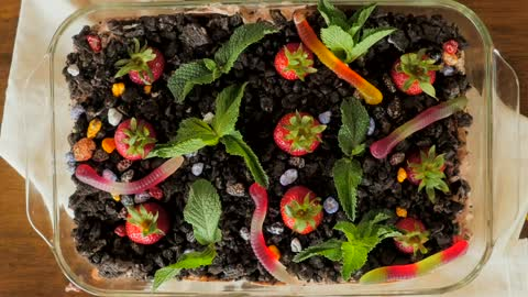 How to make a dirt pie garden