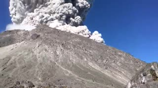 Shocking !! Merapi Eruption Throws Huge Smoke and Materials into Air - Video